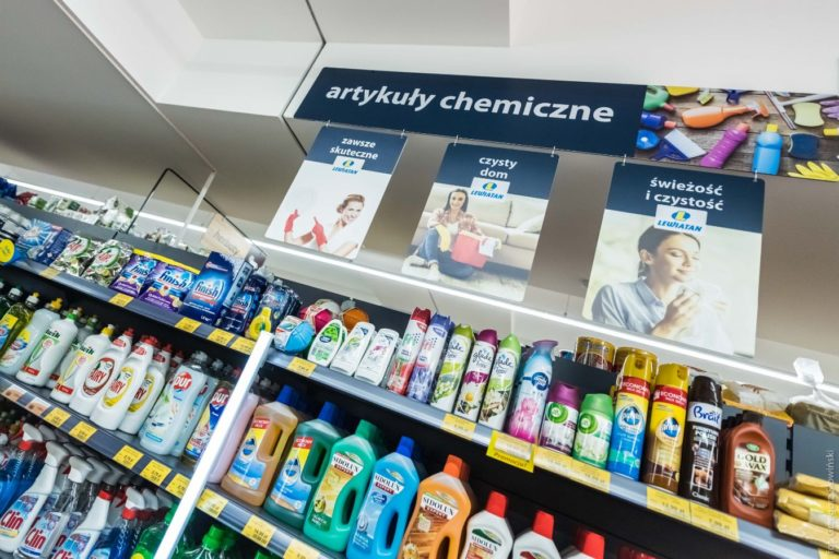 Kosmetyki na półkach
