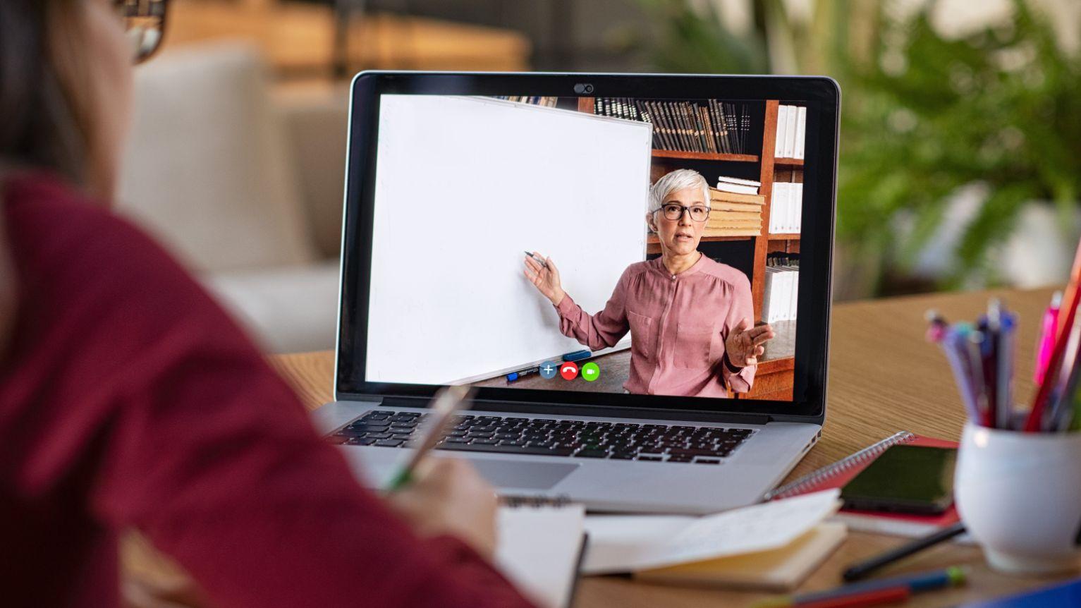 Szkolenia internetowe o zarządzaniu sklepem w Akademii Umiejętności Eurocash